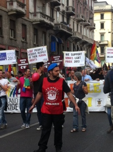 La testa del corteo LGBT di 20.000 persone a Milano