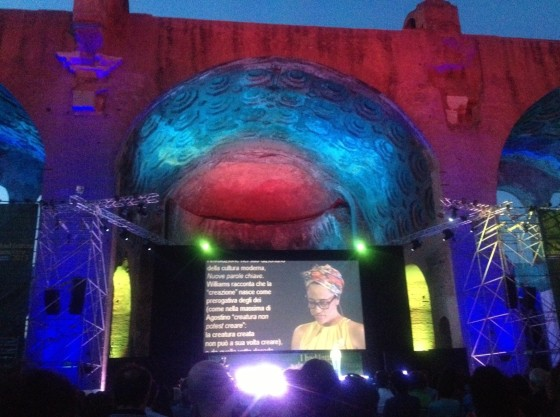 Il reading di Zadie Smith alla basilica di Massenzio a Roma per il Festival delle letterature