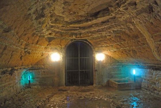 Una cisterna nelle grotte di Camerano. Foto TDR
