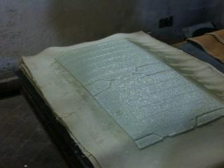 Panni di lana per assorbire tutta l'acqua rimasta dentro il futuro foglio di carta