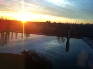 scenico tramonto sul laghetto artificiale di Segrate (Milano)
